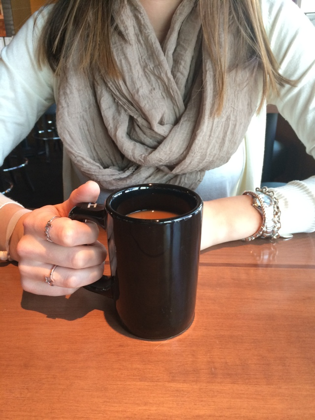 houlihans-upper-arlington-coffee-girl-about-columbus